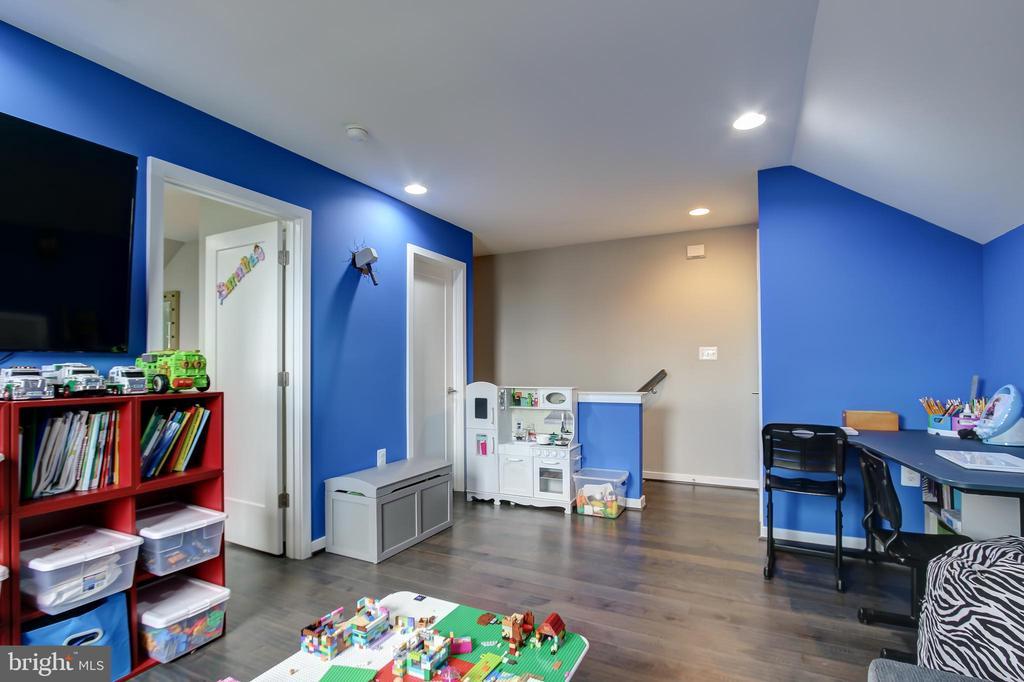 Loft has access to 4th floor full bath - 22983 WORDEN TER, BRAMBLETON