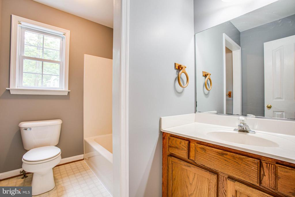 Main Level Full Bath - 12640 BELLEFLOWER LN, FREDERICKSBURG