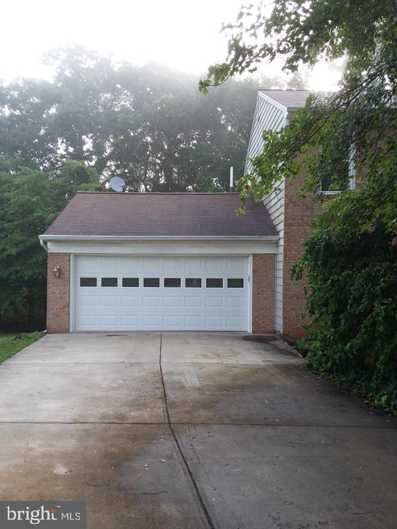 - 208 WINTER FROST CT, STERLING