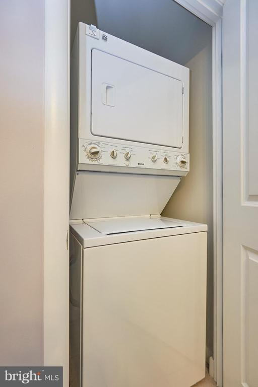Washer/dryer in unit - 1021 N GARFIELD ST #323, ARLINGTON