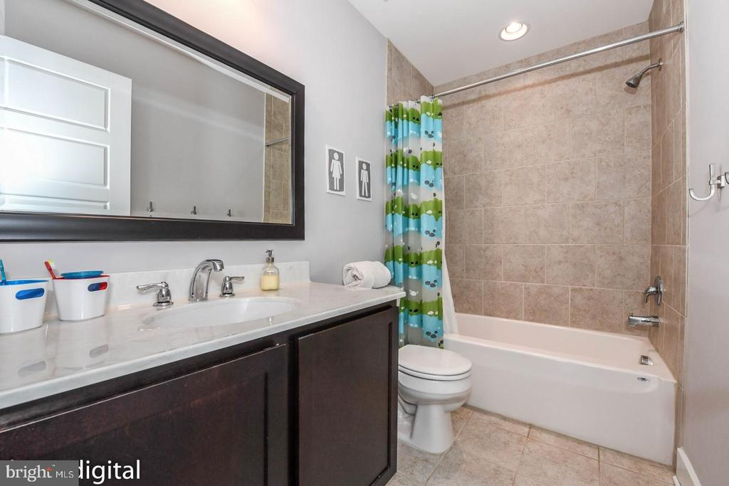 Upper full bath. - 9612 WOODLAND, NEW MARKET