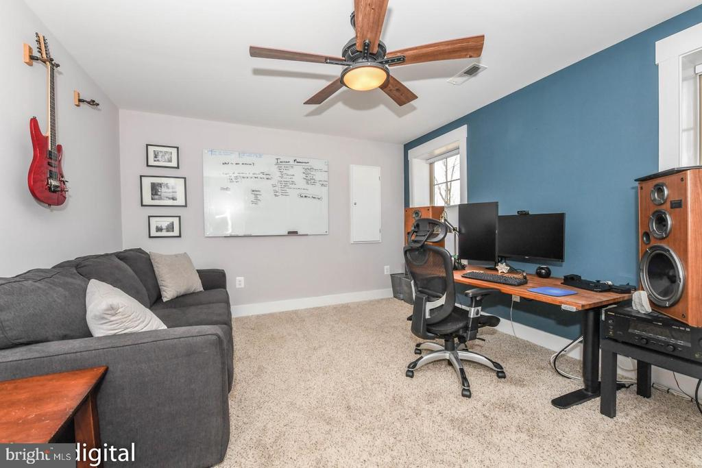 Flex room or office space. - 9612 WOODLAND, NEW MARKET