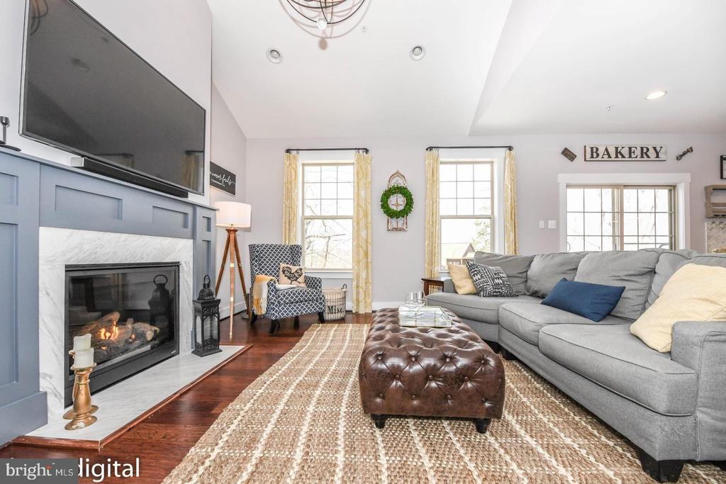 Family room opens to kitchen. - 9612 WOODLAND, NEW MARKET