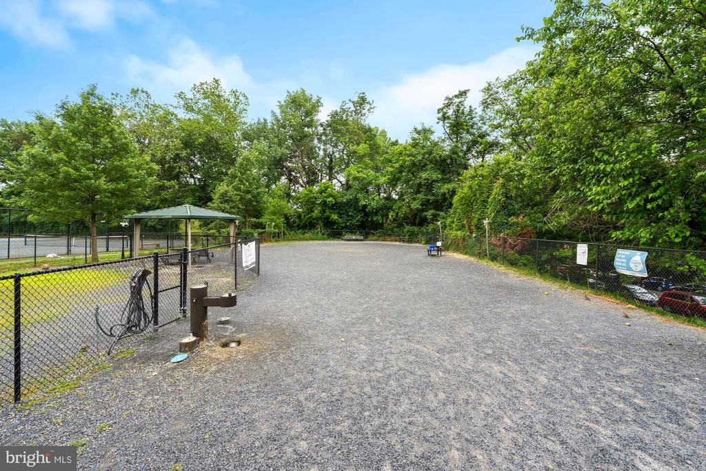 Newark St. Dog Park - 3740 39TH ST NW #B152, WASHINGTON