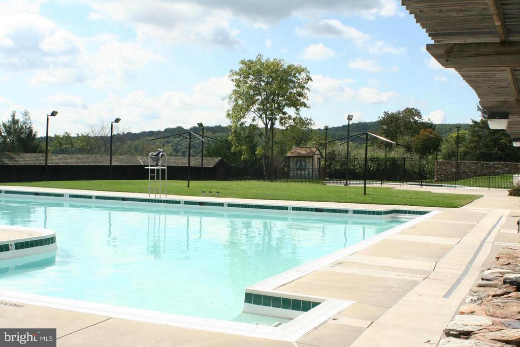 Three pools. - 9612 WOODLAND, NEW MARKET