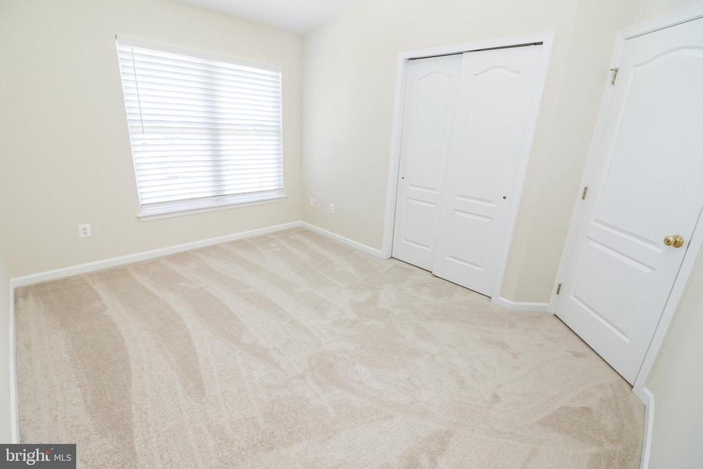 Bedroom #2 on upper level - 25236 WHIPPOORWILL TER, CHANTILLY