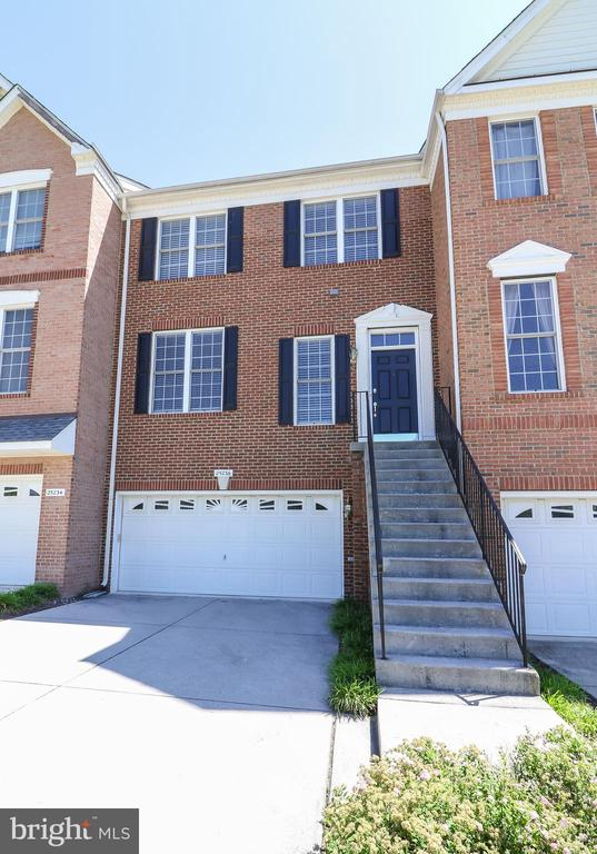 Brick Front Luxury Town Home - 25236 WHIPPOORWILL TER, CHANTILLY