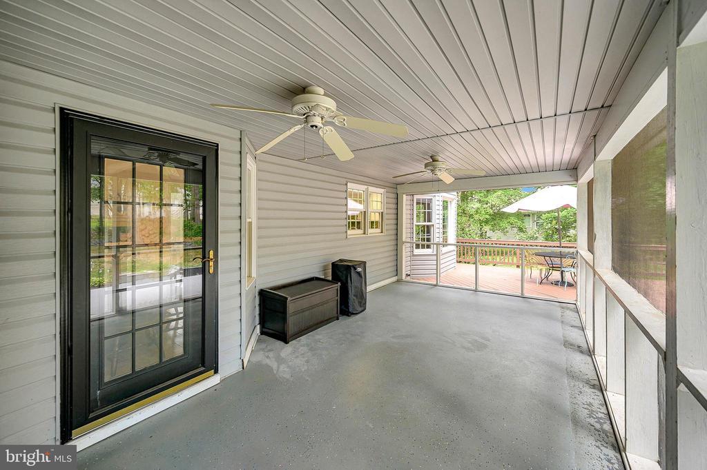 Amazing screened porch - 109 ASHLAWN CT, LOCUST GROVE