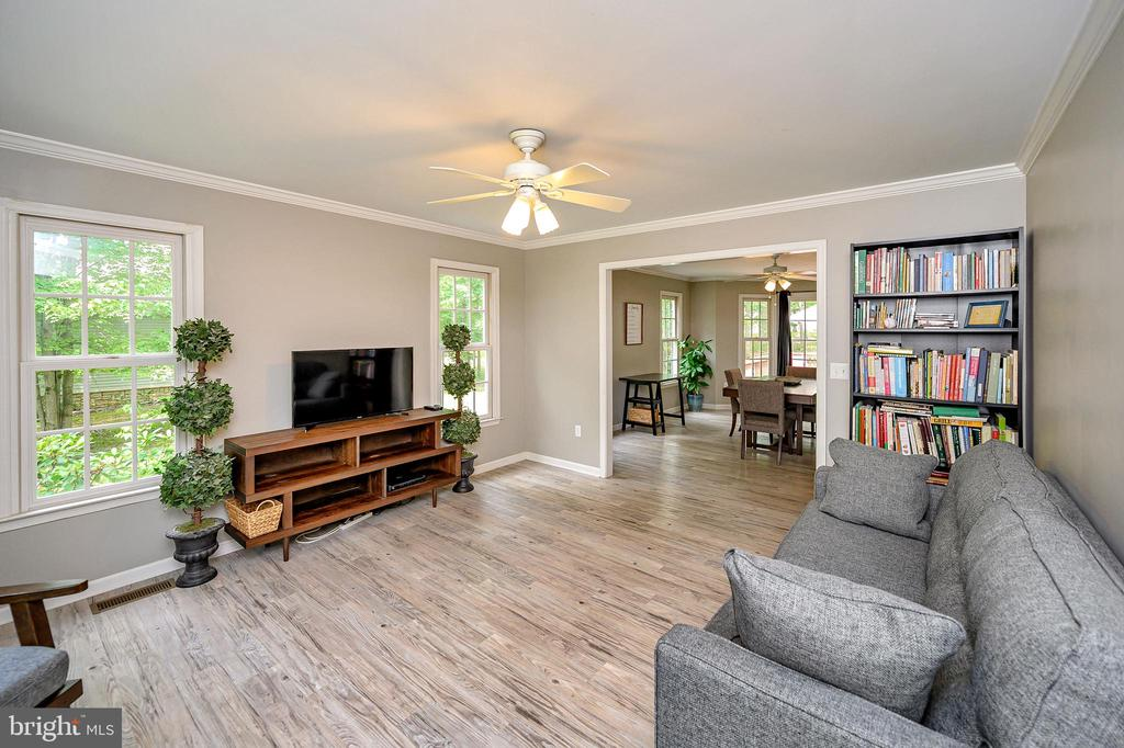 Inviting formal living room - 109 ASHLAWN CT, LOCUST GROVE