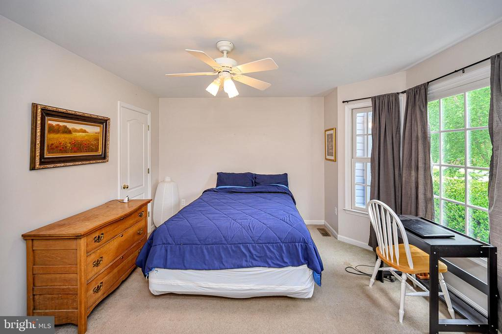 Main level bedroom or flex space - 109 ASHLAWN CT, LOCUST GROVE