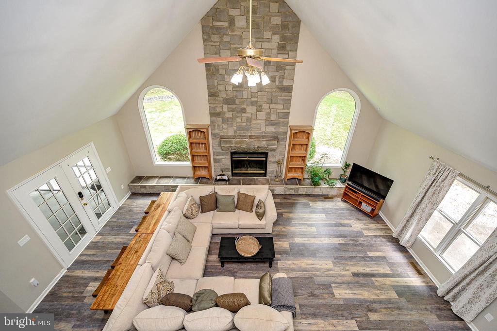 Spectacular family room - 109 ASHLAWN CT, LOCUST GROVE