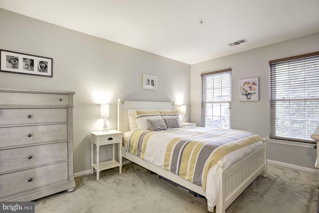 Master Bedroom - Light, Bright, & Airy! - 12861 FAIR BRIAR LN, FAIRFAX