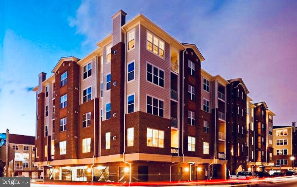 Welcome Home to Discovery Square! - 13740 ENDEAVOUR DR #307, HERNDON