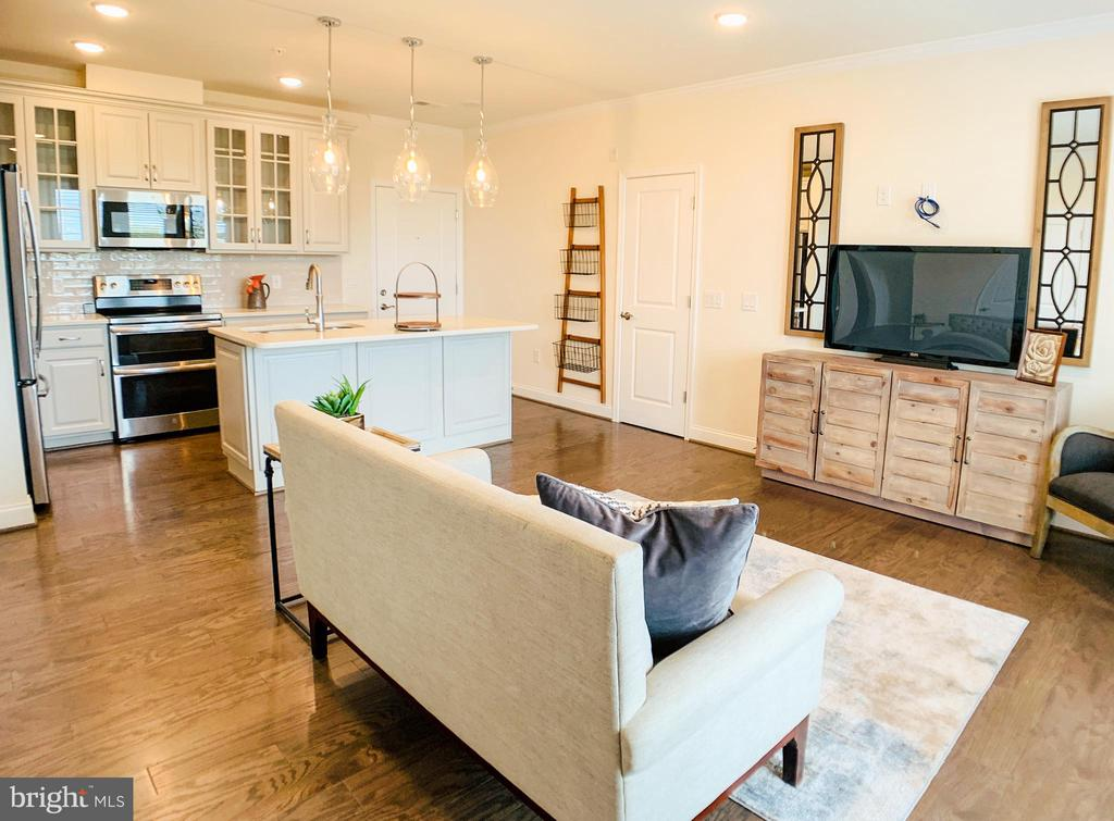 Open concept Living room/ Kitchen - 23631 HAVELOCK WALK TER #303, ASHBURN