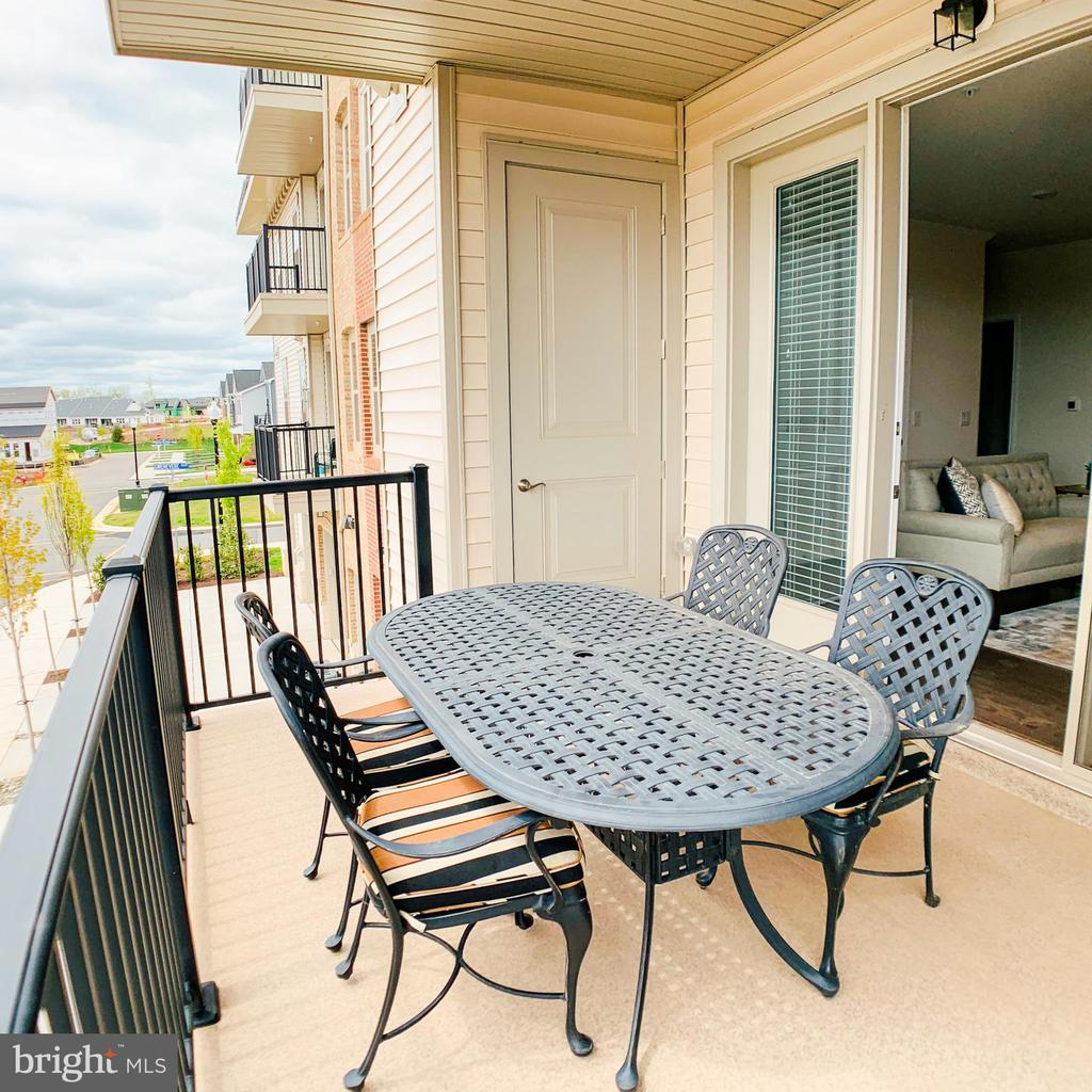 Spacious deck with storage - 23631 HAVELOCK WALK TER #303, ASHBURN