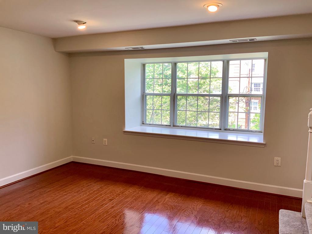 Combined Living and Dining Area - 3802 PORTER ST NW #302, WASHINGTON