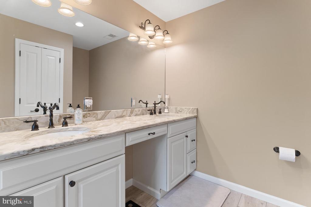 Master bathroom - 39177 ALDIE RD, ALDIE
