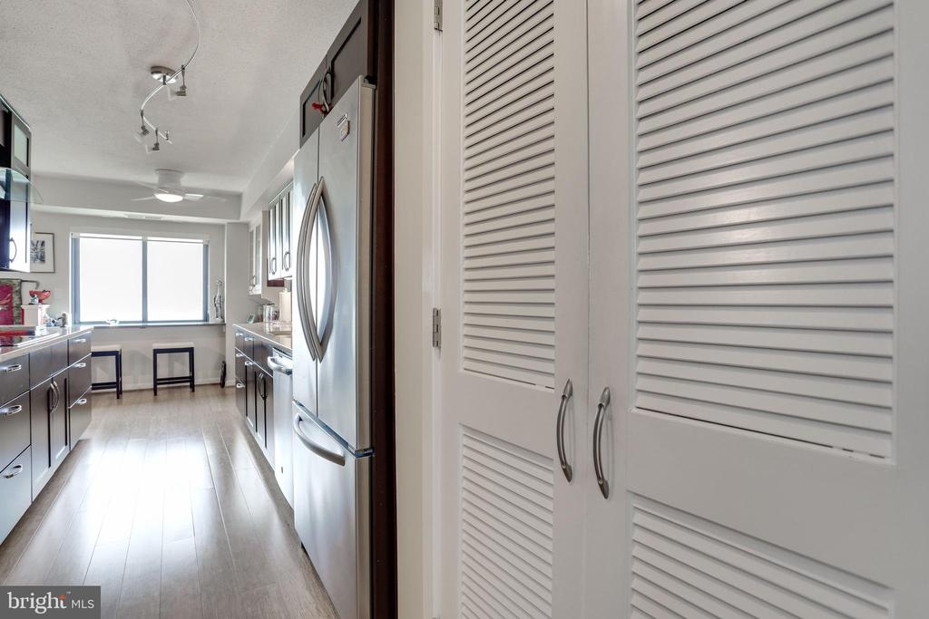 A Pantry,  how nice! - 1600 N OAK ST #1419, ARLINGTON