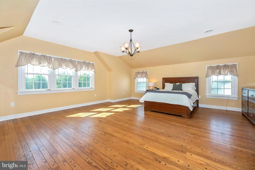 Luxurious Master Bedroom - 3842 MOUNT AIRY DR, MOUNT AIRY