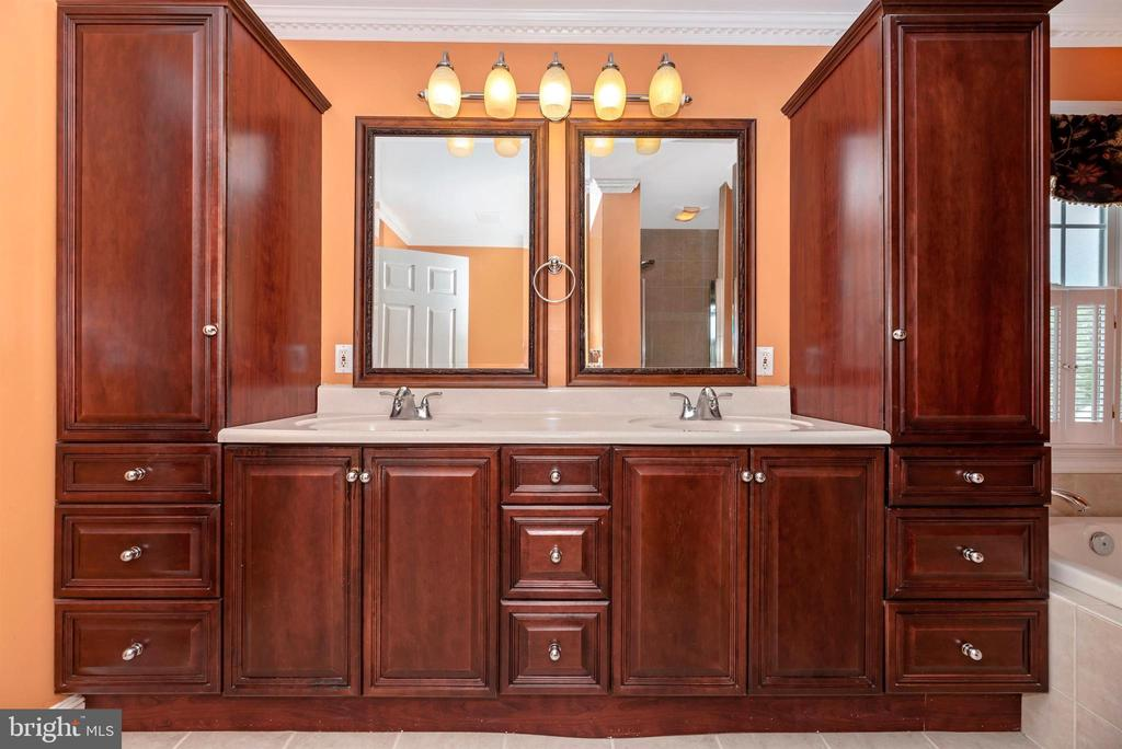 Master Bath Double Vanity - 3842 MOUNT AIRY DR, MOUNT AIRY