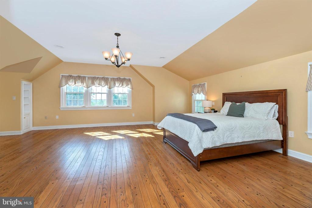 Master Bedroom has Pegged Oak Flooring - 3842 MOUNT AIRY DR, MOUNT AIRY