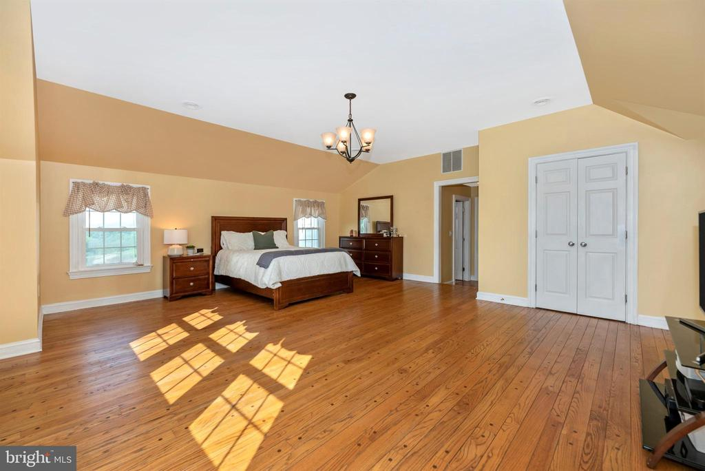 Master Bedroom - 3842 MOUNT AIRY DR, MOUNT AIRY