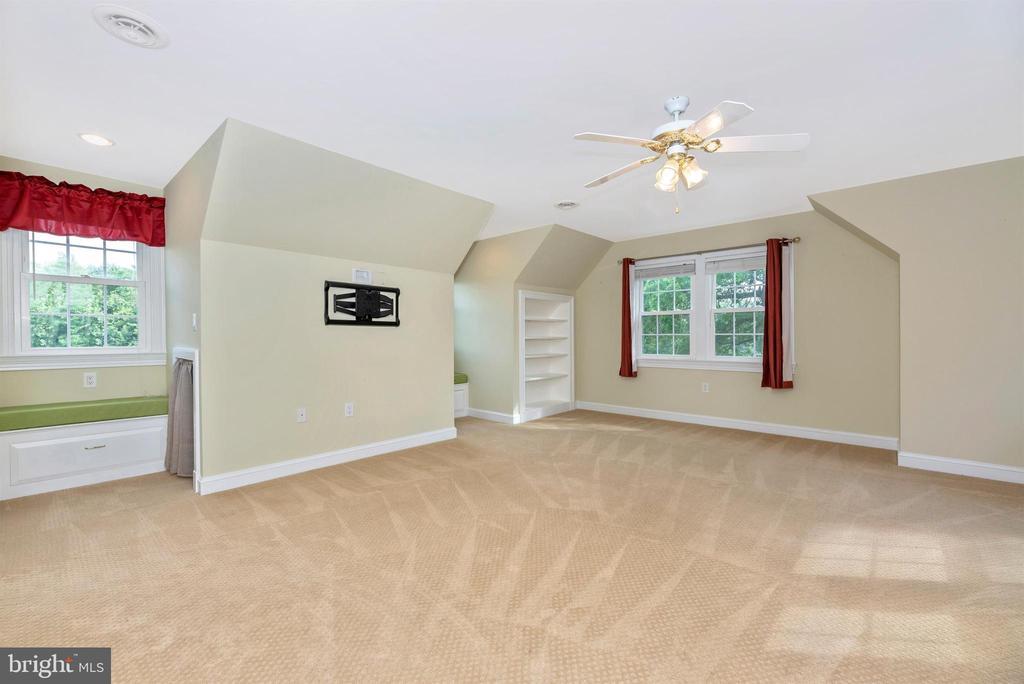 Bedroom 3 has Built-in Cubbies & Window Seats - 3842 MOUNT AIRY DR, MOUNT AIRY