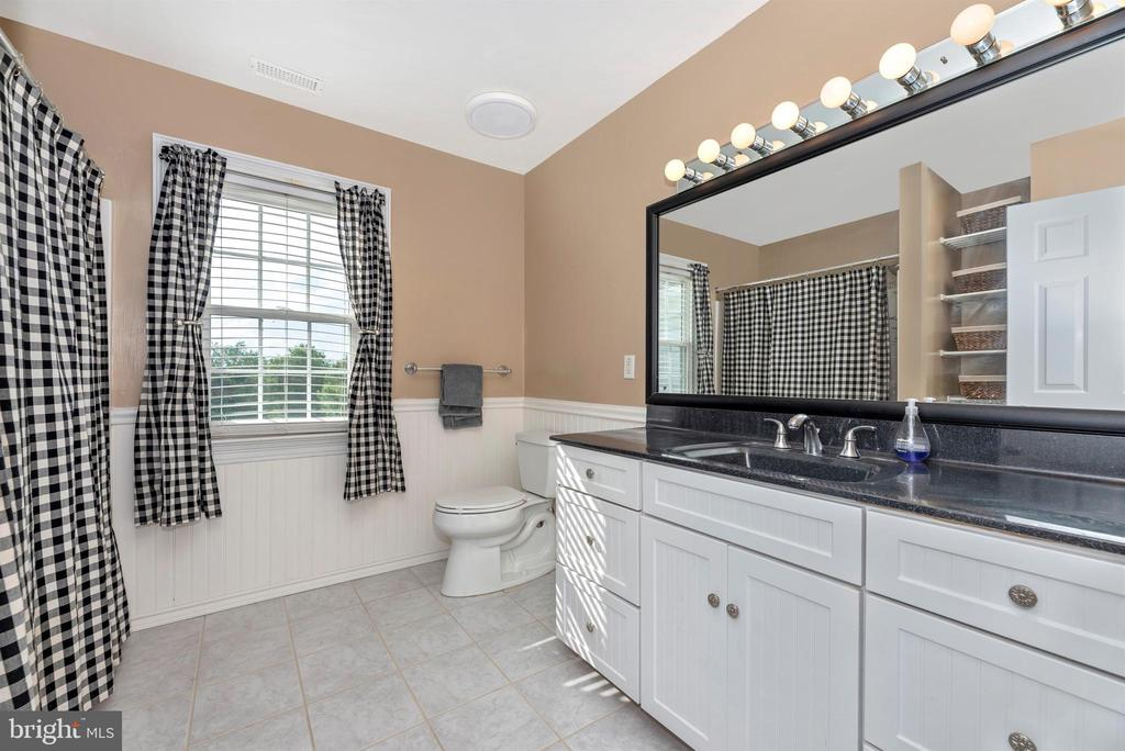 Ceramic Hall Bath - 3842 MOUNT AIRY DR, MOUNT AIRY