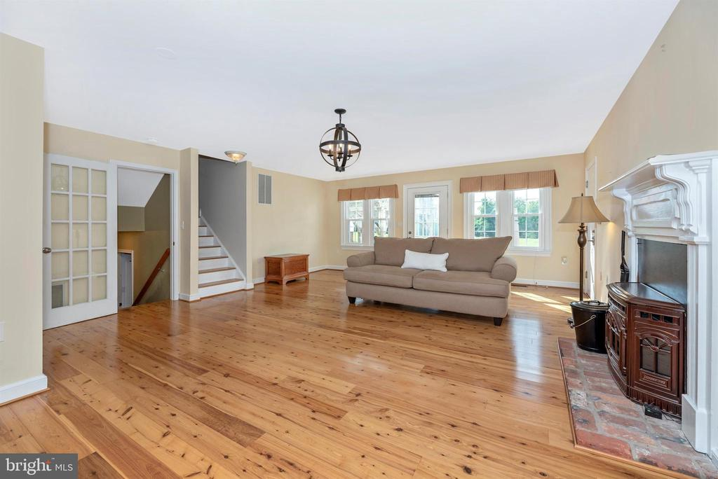 Spacious Step Down Family Room - 3842 MOUNT AIRY DR, MOUNT AIRY