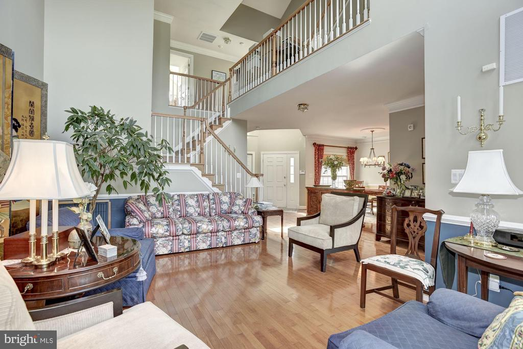Grand Two Story Living Room - 20077 INVERNESS SQ, ASHBURN