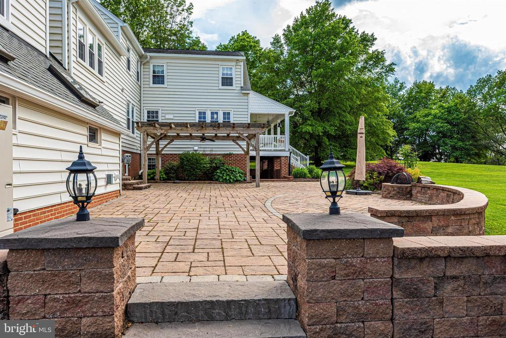 Rear Paver Patio - 3842 MOUNT AIRY DR, MOUNT AIRY
