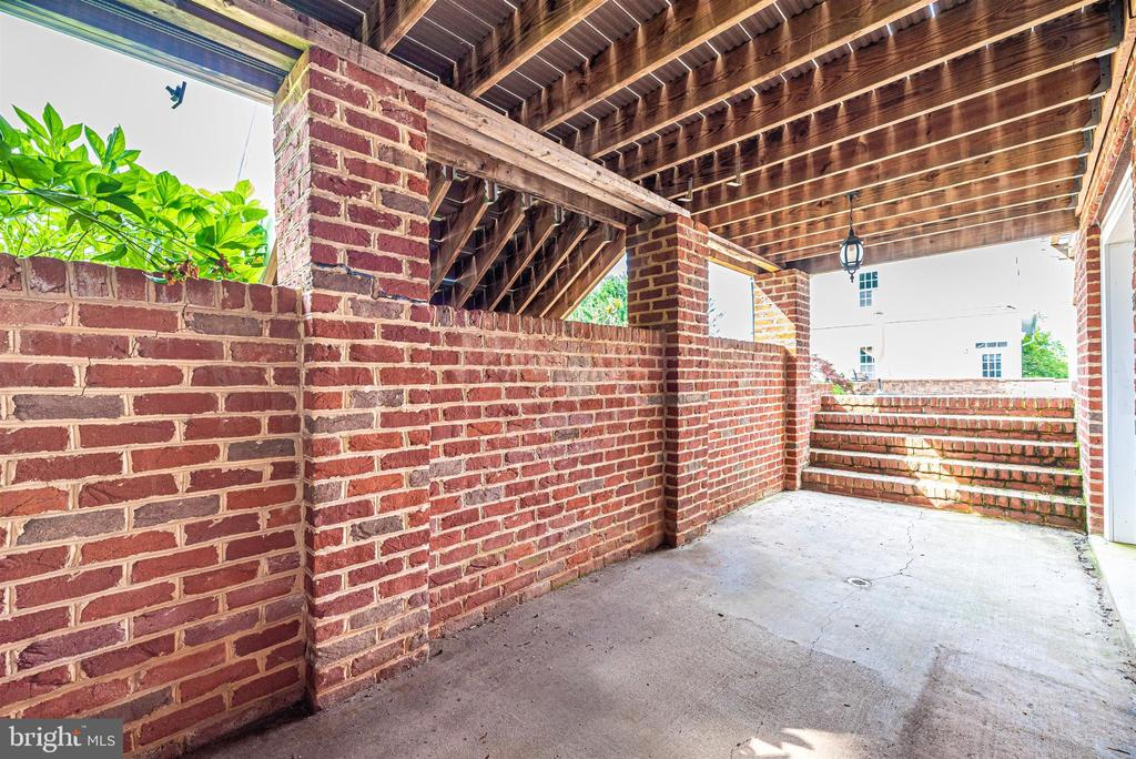 Private Patio off Au-Pair/In-law Suite - 3842 MOUNT AIRY DR, MOUNT AIRY