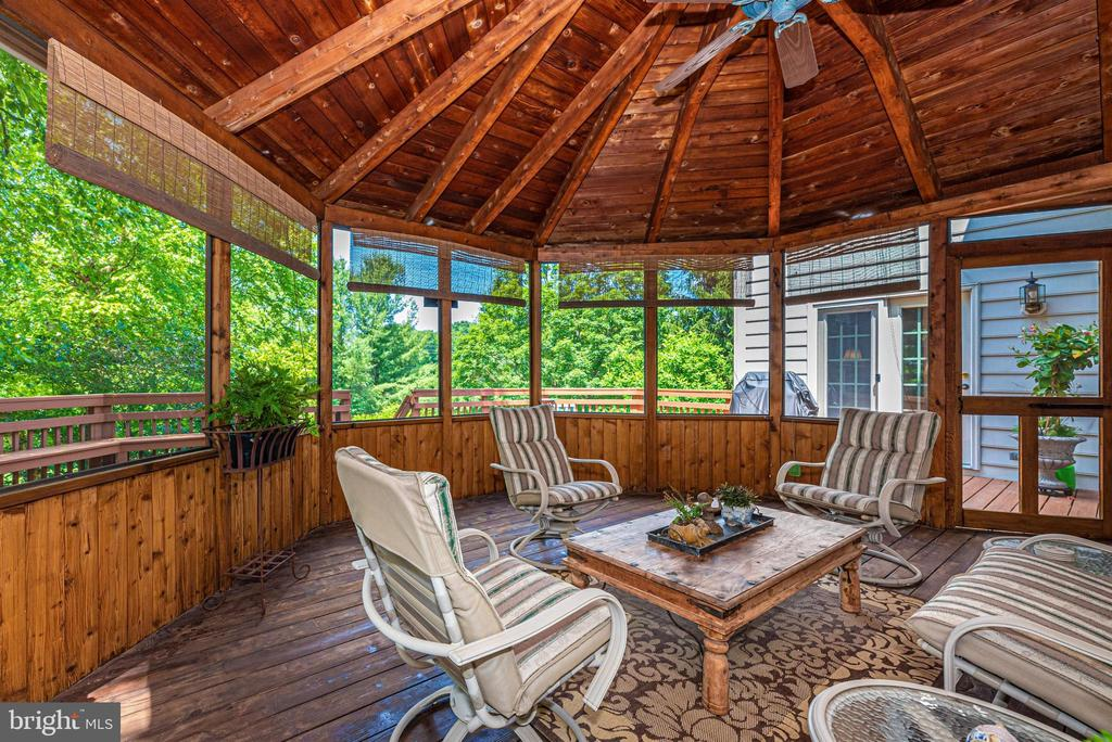 Screened in porch - 5626 BROADMOOR TER N, IJAMSVILLE