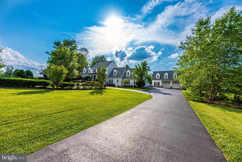 Long Driveway Leads you Home! - 3842 MOUNT AIRY DR, MOUNT AIRY