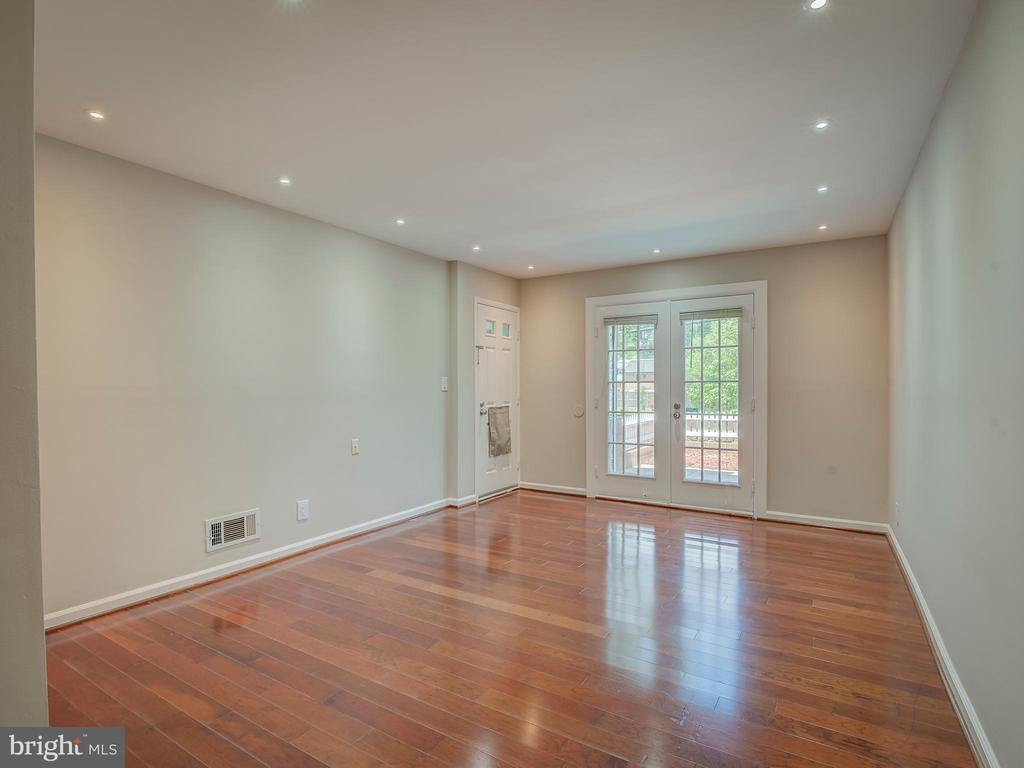 Living R with french door that lead to the patio - 2603 S WALTER REED DR #A, ARLINGTON