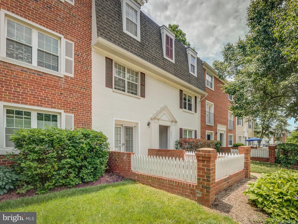 Side View - 2603 S WALTER REED DR #A, ARLINGTON