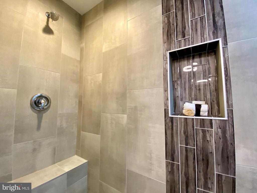 Master shower has shower heads at both ends! - 705 N BARTON ST, ARLINGTON
