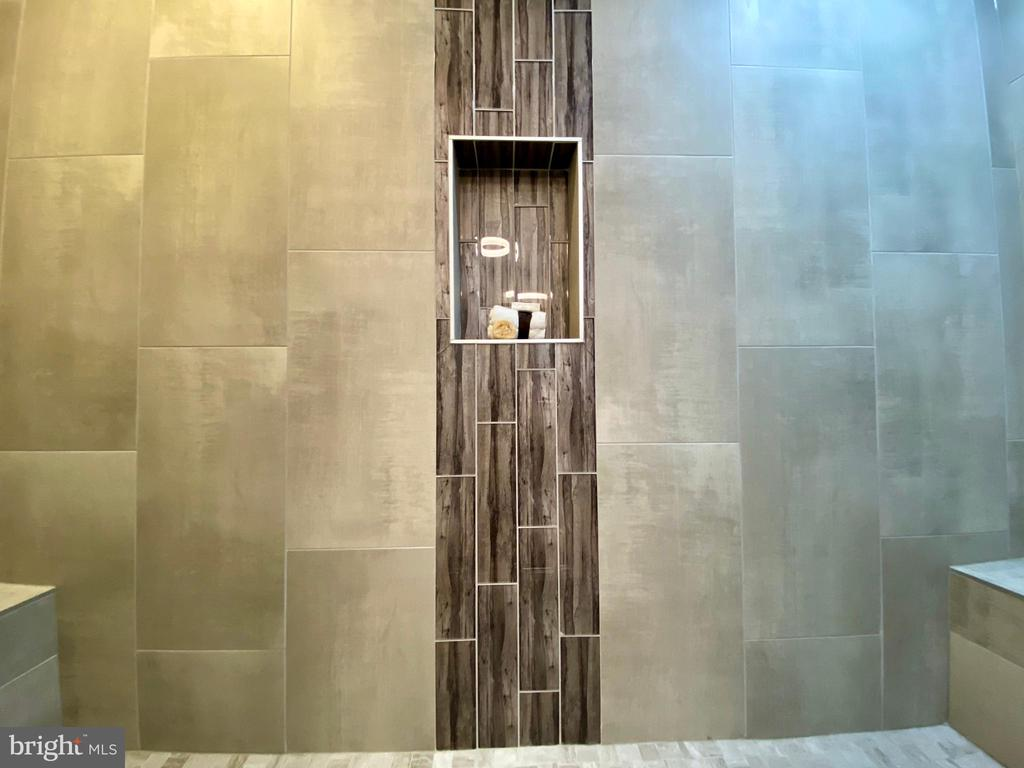 Extra wide walk-in master shower. - 705 N BARTON ST, ARLINGTON