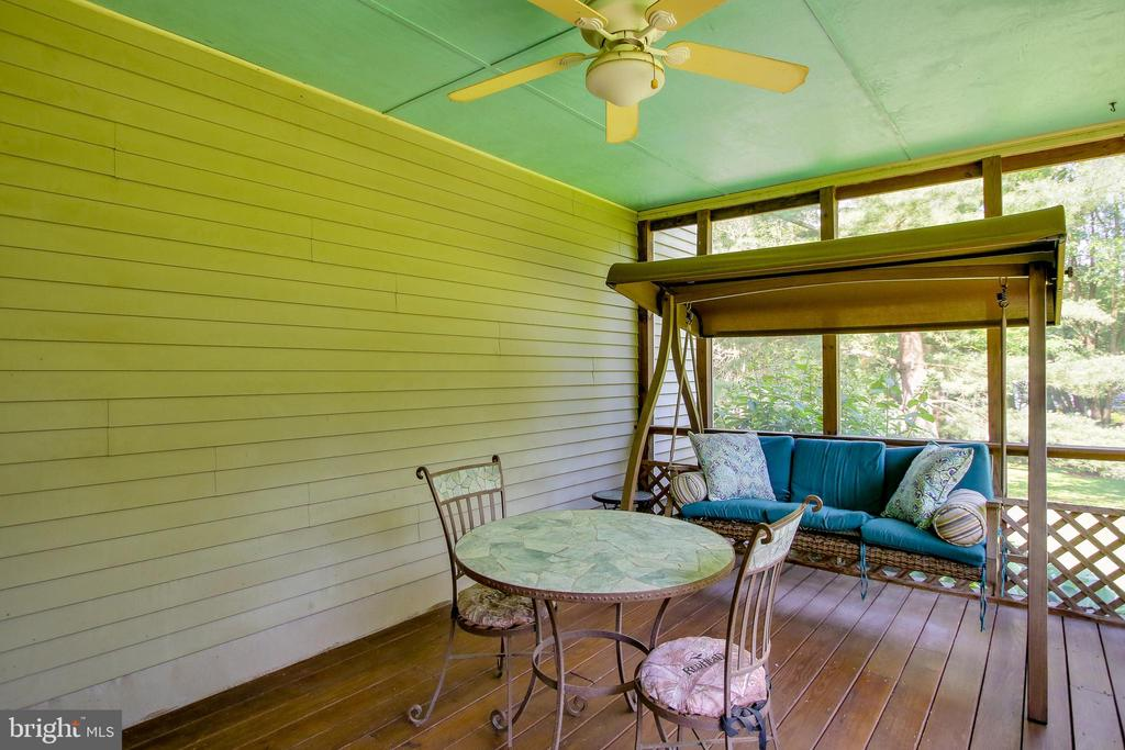 Screened porch - 8705-B N PACIFIC CT, MIDDLETOWN