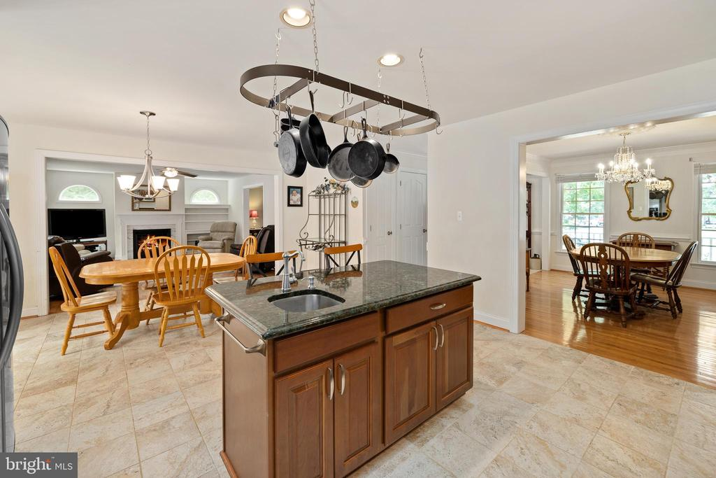 Kitchen to Dining Room and Breakfast Room - 4 TROTTER LN, FREDERICKSBURG