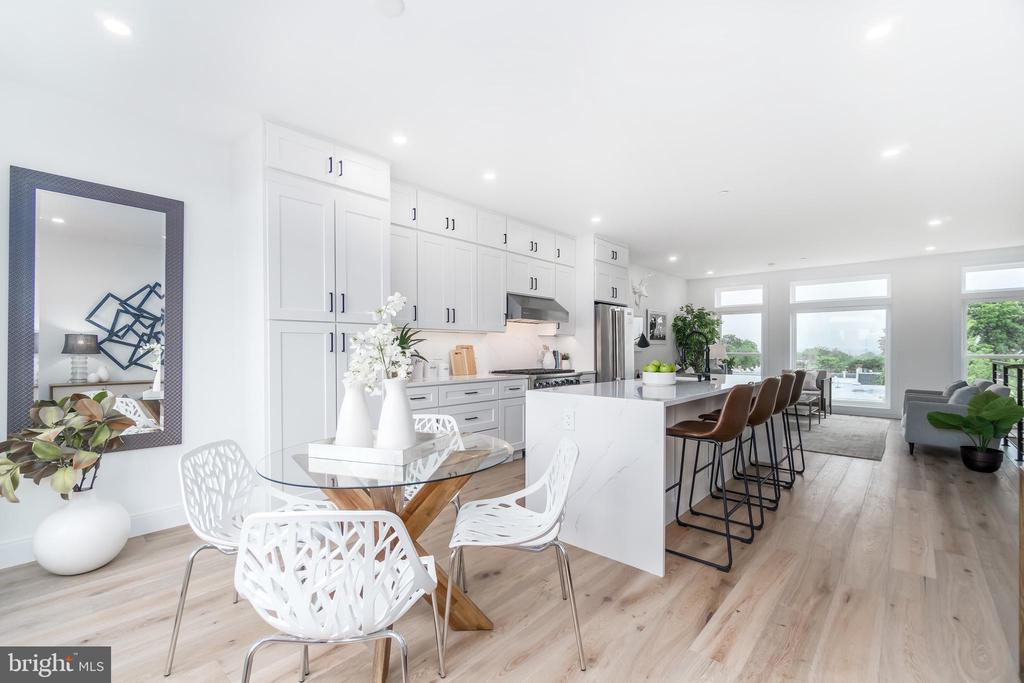 Huge kitchen island and area for dining - 432 MANOR PL NW #2, WASHINGTON