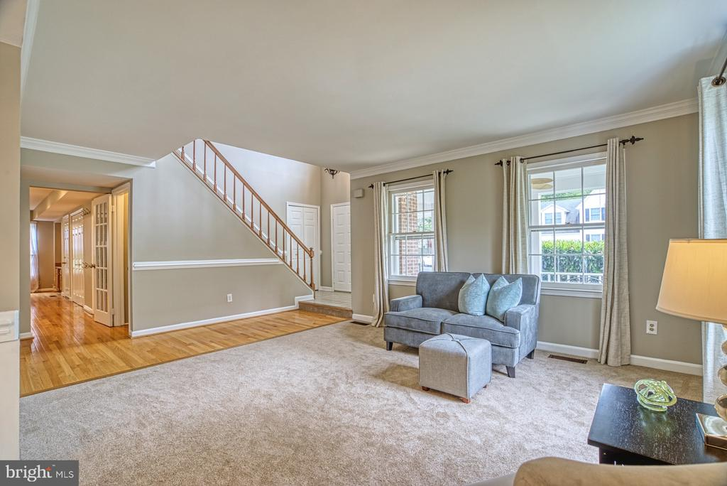 Living spaces are easily accessible to each other. - 6676 STONEBROOK DR, CLIFTON