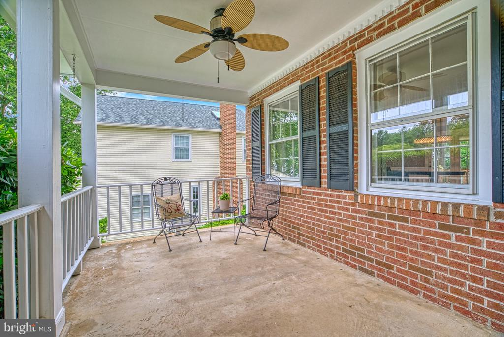 This porch is large enough for everyone to relax. - 6676 STONEBROOK DR, CLIFTON