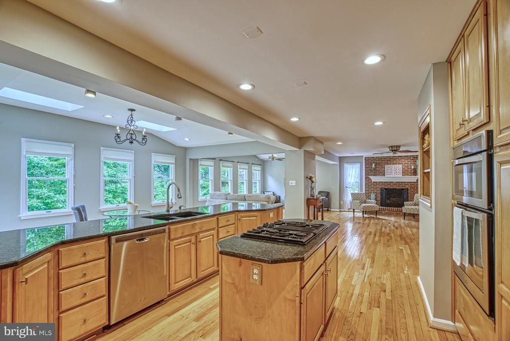 Chef's style kitchen with island and bar space. - 6676 STONEBROOK DR, CLIFTON