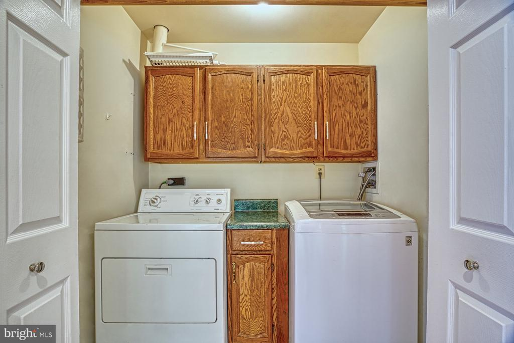 Laundry on the main floor. - 6676 STONEBROOK DR, CLIFTON