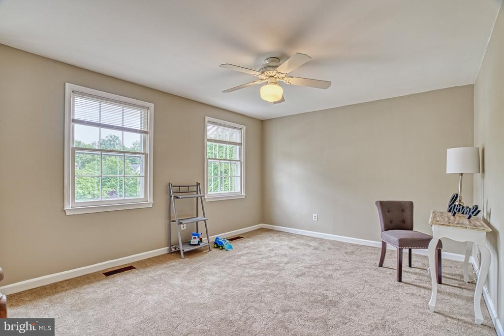 Loft space for play or work - 6676 STONEBROOK DR, CLIFTON