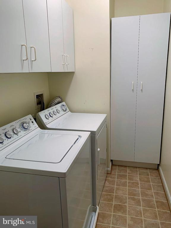 Laundry area right off kitchen - 506 LAWSON WAY, ROCKVILLE