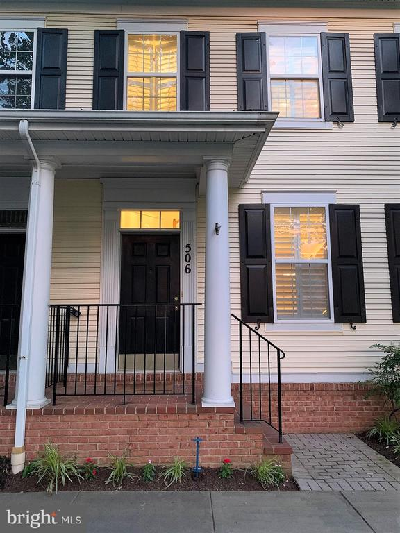 Stately wrought iron handrail and covered porch - 506 LAWSON WAY, ROCKVILLE