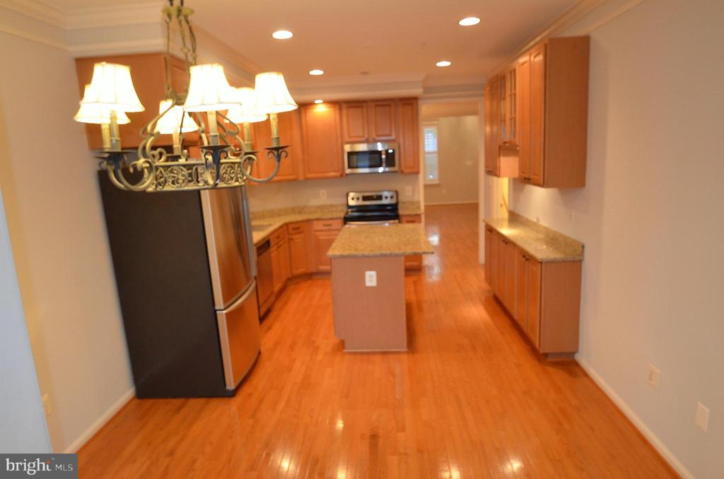 Breakfast area leads to backyard & 2 car garage - 506 LAWSON WAY, ROCKVILLE