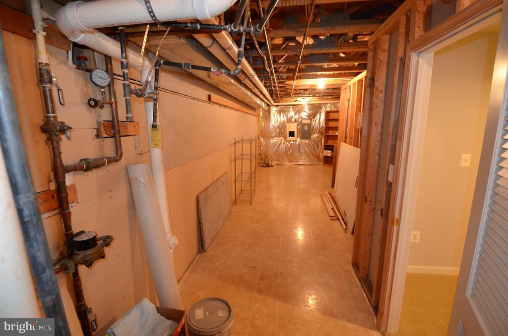 Large storage/utility room - 506 LAWSON WAY, ROCKVILLE
